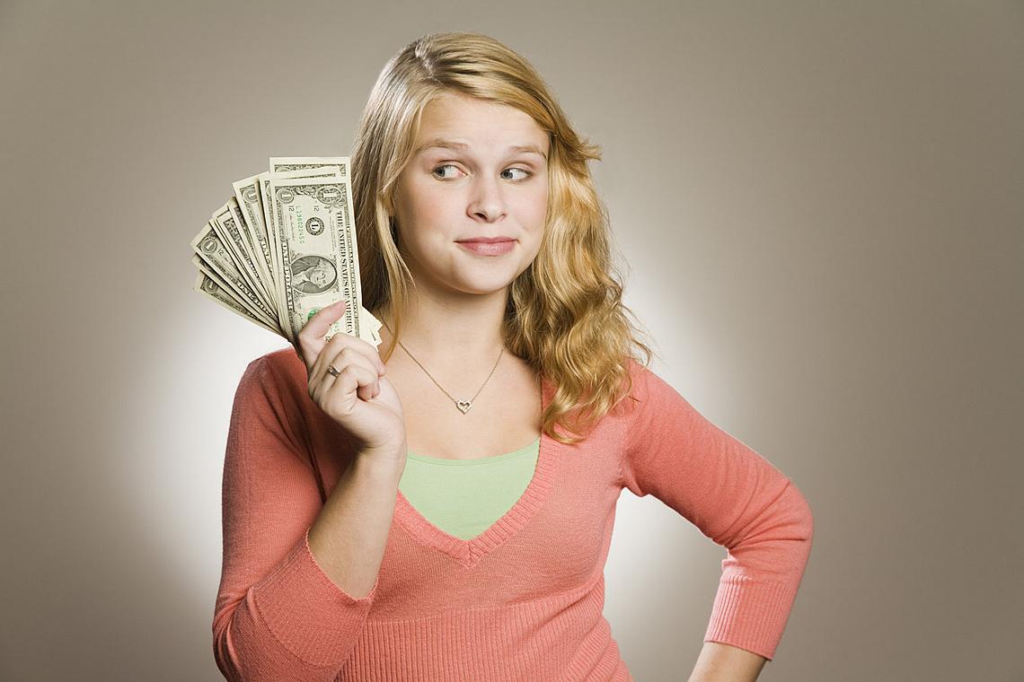 Как долго можно помогать деньгами дочери