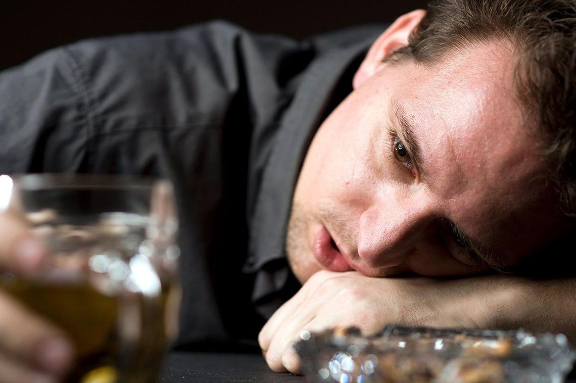 Почему мужчина начинает пить
