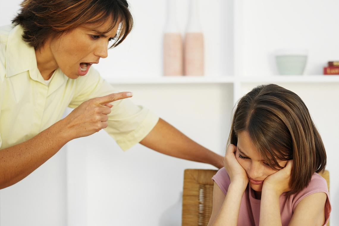 Мама постоянно контролирует